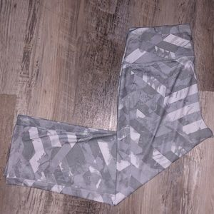 Gray & White Old Navy Workout Pant | size: M